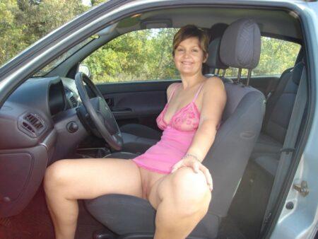 Cougar sexy domina pour amant obéissant