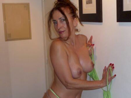 Femme coquine soumise pour amant expérimenté fréquemment disponible