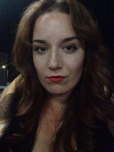Femme infidèle sexy vraiment très classe cherche un mec réservé