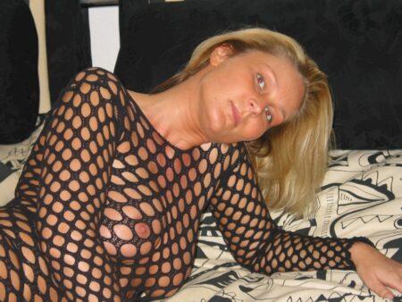 Femme infidèle très sexy recherche un homme seul