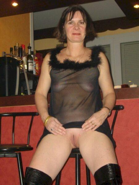 Femme mature docile pour libertin dominateur très souvent disponible