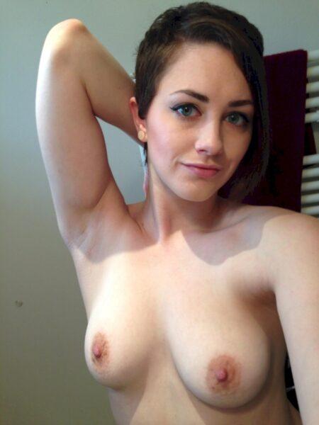 Salope sexy domina pour libertin qui obéit